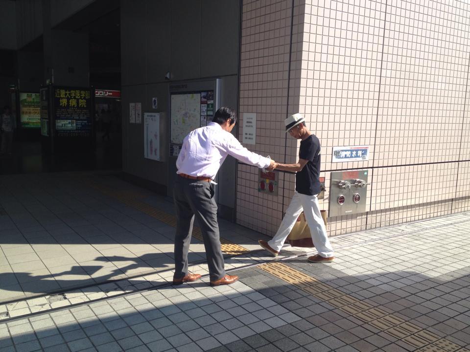 和泉中央駅立ち20140716_森かずとみ3